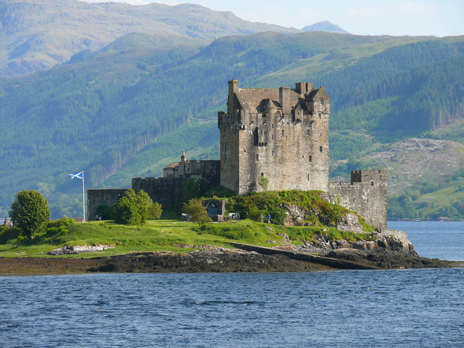 Eilean Donan Castle, Scotland / (WT-shared) Albion [CC BY-SA 4.0-3.0-2.5-2.0-1.0]