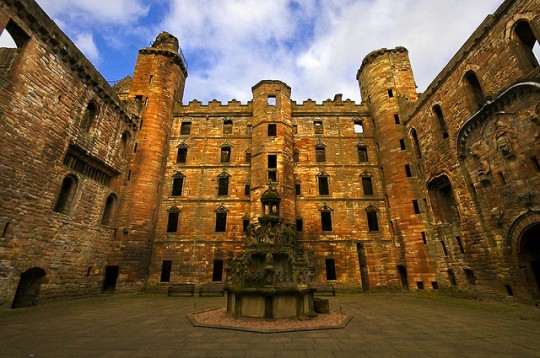 Linlithgow Palace. Photo credit: baaker2009 via Flickr.