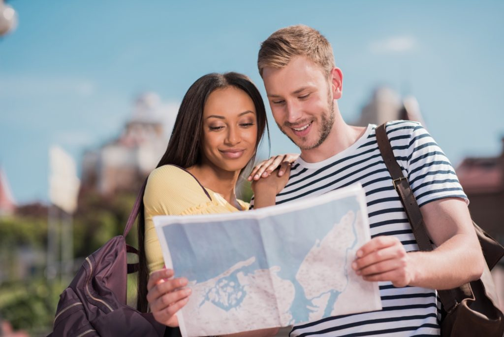 Couple traveling together / Deposit Photos @AlexLipa
